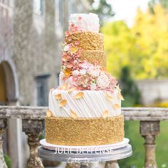 Luxury wedding cake by Julie Deffense of Julie Deffense Artistry. Sarasota, FL, Cascais, Portugal, Worldwide. Cake: Julie Deffense Photo: Portugal Wedding Photographer Location: My Vintage Wedding Portugal, Sintra, Portugal