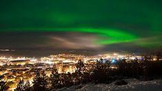 Aurora Borealis 24.jan.2012.  Adresseavisens fotograf Vegard Eggen fanget nordlyset sett fra Skyåsveien på Tyholt i Trondheim.
