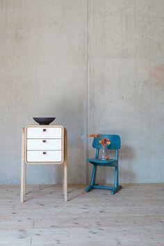 Quadratisch, praktisch, gut. Diese kleine Kommode von Nordlys Møbler macht in buchstäblich jedem Raum eine gute Figur.