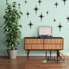 Retro starbursts vinyl wall decals, confetti stars - nursery decor - Gold star decals by wordybirdstudios on Etsy (Diy Wall Decals) Vintage Bathroom Decor, Retro Home Decor, Cheap Home Decor, Diy Home Decor, 1950s Decor, Chic Retro, Deco Retro, Retro Style, Kitsch