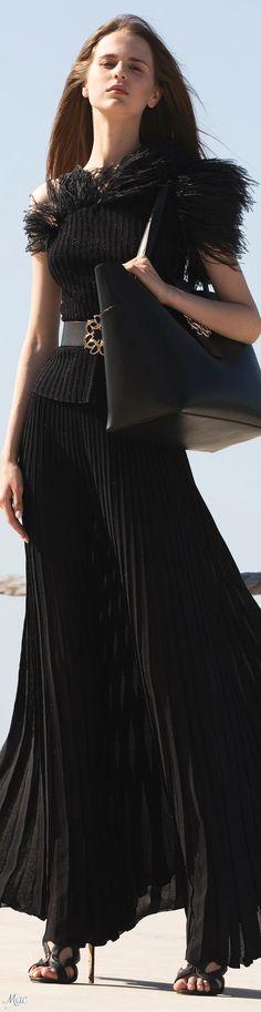 White Fashion, Unique Fashion, Timeless Fashion, Fashion Design, Women's Fashion, Tulle, Elie Saab Couture, Ellie Saab, City Chic
