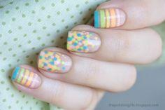 Unha com transparência e nail art. Bolinhas coloridas em tons pastéis. Clear (or transparent) nail art. Colorful pastels dots.
