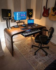 The cosy corner of producer Sam Ellwood ( We are forever a fan of imperial rugs for maximum vibe ✊ - Tag in your studio setup 🔌