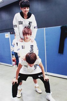 """Lol! V's face like """"im sooo done with you guys -.- ...."""" Haha <3"""