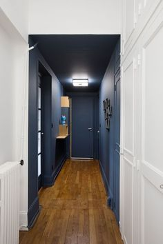 hallway decorating 848365648536633195 - decorer-un-couloir- Source by Flur Design, Wall Design, House Design, Design Design, Design Trends, Casa Milano, Hallway Designs, Hallway Ideas, Entryway Ideas