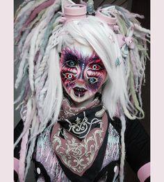 La imagen puede contener: una o varias personas Halloween Boo, Halloween Cosplay, Halloween Makeup, Halloween Profile Pics, Makeup Inspo, Makeup Inspiration, Goth Look, Aesthetic Makeup, War Paint