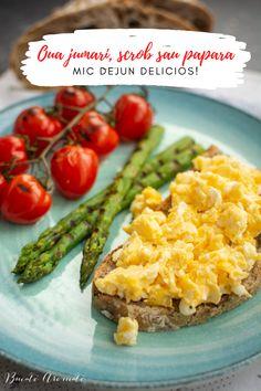 Sub orice denumire l-ați cunoaște: ouă jumări, scrob, papară sau scrambled eggs, este un mic dejun sățios, hrănitor și pe gustul oricui. Good Healthy Recipes, Scrambled Eggs, Avocado Toast, Pesto, Baked Potato, Risotto, Cravings, Food Porn, Good Food