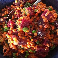 Rote-Linsen-Salat mit Roter Bete Red lentil salad with beetroot, a delicious recipe from the vegetables category. Ratings: Average: Ø Veggie Recipes, Salad Recipes, Vegetarian Recipes, Healthy Recipes, Healthy Food, Red Lentil Salad, Bulgur Salad, Beetroot, Lentils