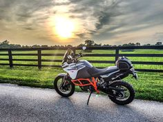 51 отметок «Нравится», 3 комментариев — Stewart Redden (@slredden71) в Instagram: «Riding some back roads this evening.  #ktm1090 #ktmusa #ktm #advdualsport #adventure…»
