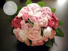DIY baby clothing bouquet - makes a lovely baby shower gift. Fiesta Baby Shower, Baby Shower Gifts, Party Decoration, Baby Shower Decorations, Craft Gifts, Diy Gifts, Baby Shower Bouquet, Baby Bouquet, Gift Bouquet