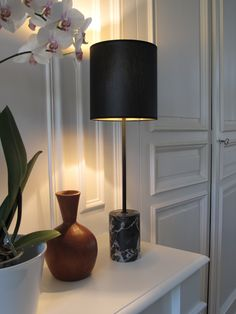 ISI lampe à poser Hauteur 55cm Marbre Nero Portoro. ISI Table lamp Total Height 55cm - 21,65 inches. Nero Portoro marble. www.dayglow.fr Marble Collection, Marble Lamp, Day Glow, Table, Decor Interior Design, Lighting, Decoration, Home Decor, Arabesque