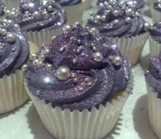 Bridal Shower - Purple Glitter Cupcakes w/ Edible Pearls. These are the prettiest cupcakes ever! Sparkly Cupcakes, Pretty Cupcakes, Cupcake Cakes, Galaxy Cupcakes, Beautiful Cupcakes, Fancy Cupcakes, Princess Cupcakes, Silver Cupcakes, Glitter Cupcakes