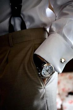 Well Dressed Man - Watch, cufflinks and suspenders – every stylish man's accessories! Gentleman Mode, Dapper Gentleman, Gentleman Style, Country Club Casual, Business Casual Outfits, Business Suits, Christian Grey, Little Girl Fashion, Well Dressed Men