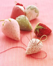 草莓的插針包 好可愛唷
