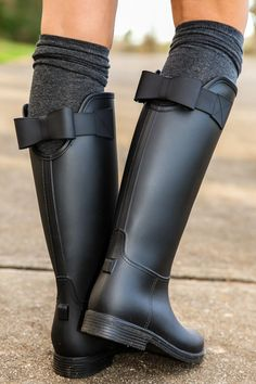 I've never worn rain boots but I would totally wear these. Sealed With A Bow Rain Boots-Black - All Boots - All Shoes Ugg Boots, Bootie Boots, Shoe Boots, Dress Boots, Shoes Heels, Boot Over The Knee, Cute Shoes, Me Too Shoes, Black Rain Boots