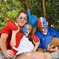 Throw a tailgate-style party in your backyard with our tailgate tips & tricks! Football Tailgate, Football Snacks, Watch Football, Tailgating, Fall Party Themes, Party Ideas, Party Fun, Theme Ideas, Party Games