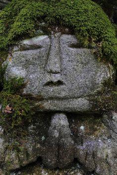 Calm per prior pinner: Mossy stone Buddha statue in Arashiyama, Kyoto, Japan: photo by kamomebird, v Stone Buddha Statue, Buddha Statues, Art Asiatique, Moss Garden, Garden Statues, Outdoor Statues, My Secret Garden, Parcs, Stone Art