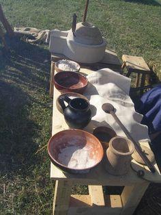 Making bread during celtic festival by Teuta Senones Pisaurenses (www.pisaurus.it)
