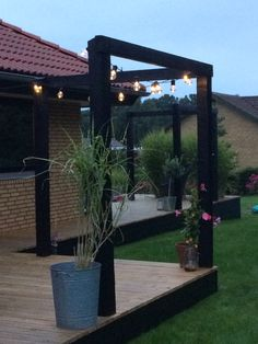 Stolper til at skabe rum på terrassen Garden dreams Deck Design, Landscape Design, Garden Design, Outdoor Seating, Outdoor Spaces, Outdoor Lighting, Outdoor Decor, Outdoor Landscaping, Outdoor Projects