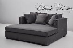Manhattan Daybed er en komfortabel og lekker daybed som er trukket i nydelig velour. Den har lekre detaljer med børstede sølvnagler og løse puter og kommer i et tøft og tidløst design. 6 løse puter medfølger. I tillegg medfølger ekstra trekk til alle løse puter uten ekstra kostnad. #classicliving #classy #homedesign #house #furnitures #møbler #interiør #interior #furniture #home #interiorlovers  #housedecor #interiorpassion #decoration #design #vakrehjemoginteriør #housestyling #homestyling…