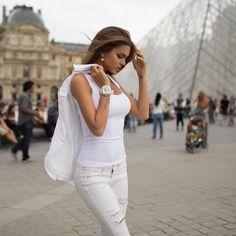 The beauty of the Louvre with Sevenfriday white. #louvre #paris #mavrin #sevenfriday #tgisf #france credits: @a_mavrin @mavrin_diary @viki_odinctova by sevenfriday
