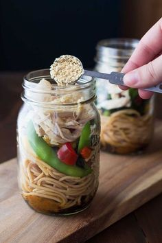 It's time to stop using your mason jars just for boring salads. In fact, there are plenty of other healthy recipes that you could be storing in these handy jars. Who needs another lunch full of leafy greens when you can have a warm, delicious meal instead Mason Jar Lunch, Mason Jar Meals, Meals In A Jar, Mason Jars, Diet Lunch Ideas, Lunch Recipes, Jar Recipes, Detox Recipes, Dinner Recipes