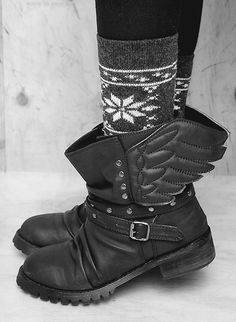 Hermes Winged Leather Boots - if anyone actually knows where to find these, please let me know! awesome addition to my shadowhunter costume! Sock Shoes, Shoe Boots, Shoe Bag, Fashion Shoes, Fashion Accessories, Grunge, Bling Shoes, Pumps, Shoes