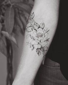 Tattoo frauen unterarm ranken ideas - Girls with sleeve tattoos - Music Tattoo Designs, Music Tattoos, Tattoo Designs For Women, Body Art Tattoos, Girl Tattoos, Tattoos For Women, Tattoo Women, Piercings, Trendy Tattoos