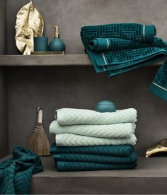 hm home bathroom ~ hm home ` hm home bedroom ` hm home living room ` hm home kids ` hm home 2020 ` hm home kitchen ` hm home spring 2020 ` hm home bathroom Bathroom Towels, Bath Towels, Hm Home, Bathroom Styling, Bath Accessories, Bathroom Interior, Teal Bathroom Decor, Bathroom Inspiration, Home Decor