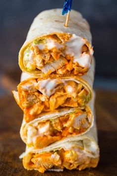 Spicy buffalo chicken wraps with ranch dressing are bursting with flavor and made in just 5 minutes! When I think buffalo chicken the first thing that comes to Buffalo Chicken Wraps, Buffalo Chicken Recipes, Easy Chicken Recipes, Healthy Chicken Wraps, Spicy Chicken Wrap, Healthy Lunch Wraps, Buffalo Chicken Lasagna, Chicken Breakfast Recipes, Healthy Buffalo Chicken