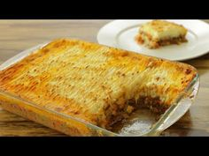 Shepherd's pie - perfect comfort food for cold winter days. Follw this recipe to learn how to make perfect shepherd's pie. Irish Recipes, Meat Recipes, Cooking Recipes, Sheppard Pie, Meat Cake, Breakfast Recipes, Dinner Recipes, Potato Recipes, Yummy Food