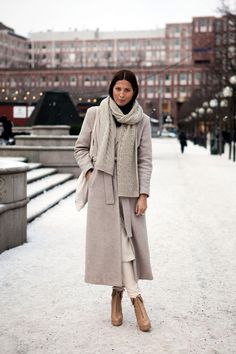 30 Minimalist Winter Outfits to Make Getting Dressed Easy | StyleCaster