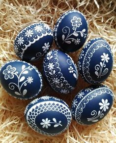 ✔️Роспись яиц на Пасху своими руками – идеи пасхальных рисунков Egg Shell Art, Easter Egg Designs, Ukrainian Easter Eggs, Easter Egg Crafts, Egg Art, Egg Decorating, Happy Easter, Fun Crafts, Ideas