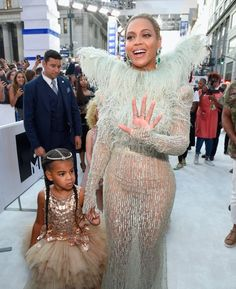 Beyonce and daughter Blue Ivy Carter attend the 2016 MTV Video Music Awards at Madison Square Garden on August 2016 in New York City. Blue Ivy Carter, Mtv, Nelly Furtado, Beyonce Knowles Carter, Beyonce And Jay Z, Beyonce 2016, Beyonce Family, Solange Knowles, Destiny's Child