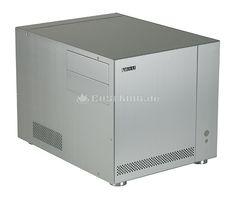 Lian Li PC-V351A Micro-ATX Cube in silber. Mit dem Lian Li PC-V351 zeigt der Hersteller nun die überarbeitete Version des beliebten PC-V350 Media-Cases. Die Änderungen wurden dabei lediglich im Detail durchgeführt. Nur ein Merkmal springt sehr deutlich ins Auge: Die Ausweitung der angebotenen Farbpalette. Neben den üblichen Farben Silber und Schwarz wird nun auch eine auffällig rote Version angeboten.