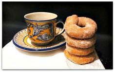 La receta de estos rosquitos cordobeseses es muy antigua, típica también de muchos otros pueblos de España en acontecimientos esp...