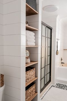 Farmhouse Bathroom M