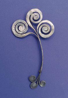 Brooch- Alexander Calder. Hammered Silver. ca 1945  TumbleOn)