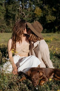 The Hemp Temple. Cute Lesbian Couples, Lesbian Love, Want A Girlfriend, Couple Aesthetic, Poses, Cute Gay, Couple Posing, Girls In Love, Pose Reference