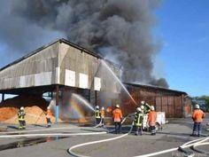 Ehemaliges Kartoffellager steht in Mulsum in Flammen http://www.feuerwehrleben.de/ehemaliges-kartoffellager-steht-in-mulsum-in-flammen/ #feuerwehr #hackschnitzel #kartoffel