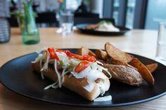 Hot Dog / Chili / Coleslaw / Potato Wedges #hotdog #fastbutgoodfood #superconceptspace #lunch #casual #yummy #onthetable #berlinfood