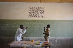 Unterricht in #Gebaerdensprache in #Bougoula. Credit: Aleksandra Pawloff. #Schule #Bildung #Behinderung #BurkinaFaso Painting, Home Decor, Education, School, Decoration Home, Room Decor, Painting Art, Paintings, Painted Canvas