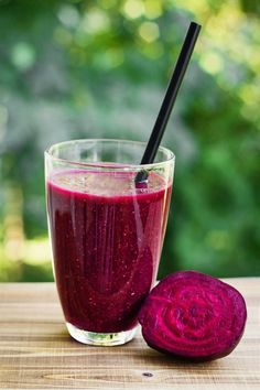 Beets are a serious powerhouse vegetable, especially if you want to build your blood. This blood-building beet juice recipe contains high amounts of iron that regenerates and reactivates our red blood cells, helping to supply fresh oxygen to the body. Beetroot Juice Benefits, Beetroot Juice Recipe, Beet Root Juice, Red Juice Recipe, Juicing Benefits, Spinach Juice Benefits, Health Benefits, Health Tips, Smoothie Benefits
