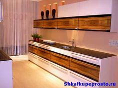 Контраст декора фасадов на кухне фото.
