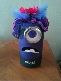 Purple minion Valentine box - Make boy minion instead of girl. wonder what I could use to make it round? Minion Valentine, Valentine Boxes For School, Valentines Day Food, Little Valentine, Valentine Treats, Holiday Crafts, Holiday Fun, Purple Minions, Heart Day