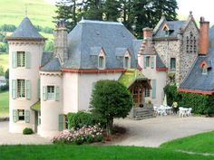 French Chateau for sale in 15 - Cantal , Auvergne France. This superb late XIXth C / early XXth C Château is a Monument Historique and is situated in a fairly remote location at an altitude of 1,000 m, between St Flour and Aurillac, in the heart of the Volcans dAuvergne Regional Park. Stunning Art Deco interior offering 400 m2 of living accommodation which retains period architectural features. The property has been carefully looked after and is in good condition. Set in grounds of 1.7 ha...