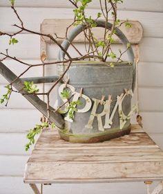 Er ist offiziell da: der Frühling. Das bedeutet, dass Ostern in Kürze vor der Tür steht! Im Frühjahr und zu Ostern geben wir uns viel Mühe mit der Dekoration des Hauses. Beide Themen lassen sich sehr gut kombinieren. Lass Dich inspirieren!