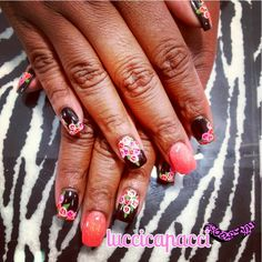Acrylic full-set with floral design.