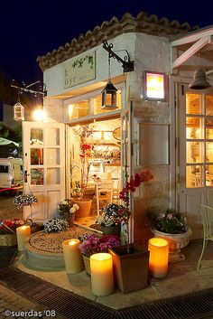 i know this is a shop, not a garden. but cute ideas and had to pin it somewhere!