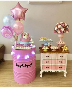 Love the barrel and balloons for a unicorn party! Pony Party, Unicorn Birthday Parties, Girl Birthday, Diy Upcycling, Festa Party, Snacks Für Party, Birthday Decorations, Party Planning, Party Time